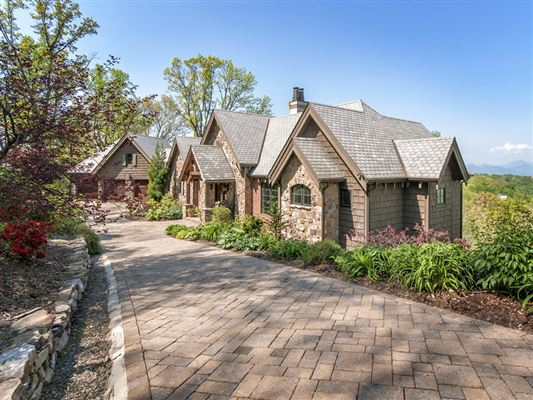 Perfect private oasis atop town mountain north carolina for Asheville mountain homes
