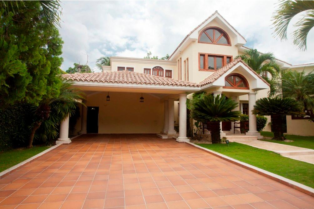 beautiful house located in arroyo hondo dominican republic luxury homes mansions for sale. Black Bedroom Furniture Sets. Home Design Ideas