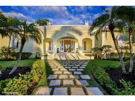 Caribbean style home in the historic district florida for Luxury caribbean homes for sale