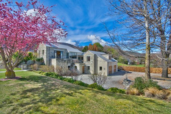 The finest in arrowtown new zealand luxury homes for Luxury homes for sale new zealand