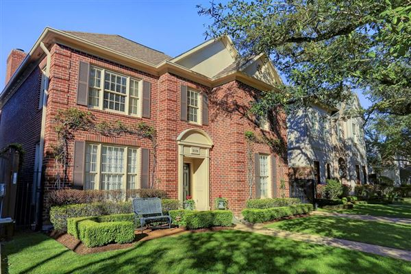 Beautiful traditional brick home texas luxury homes for Luxury traditional homes
