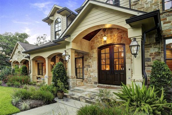 An inviting texas hill country style home texas luxury for Hill country style homes