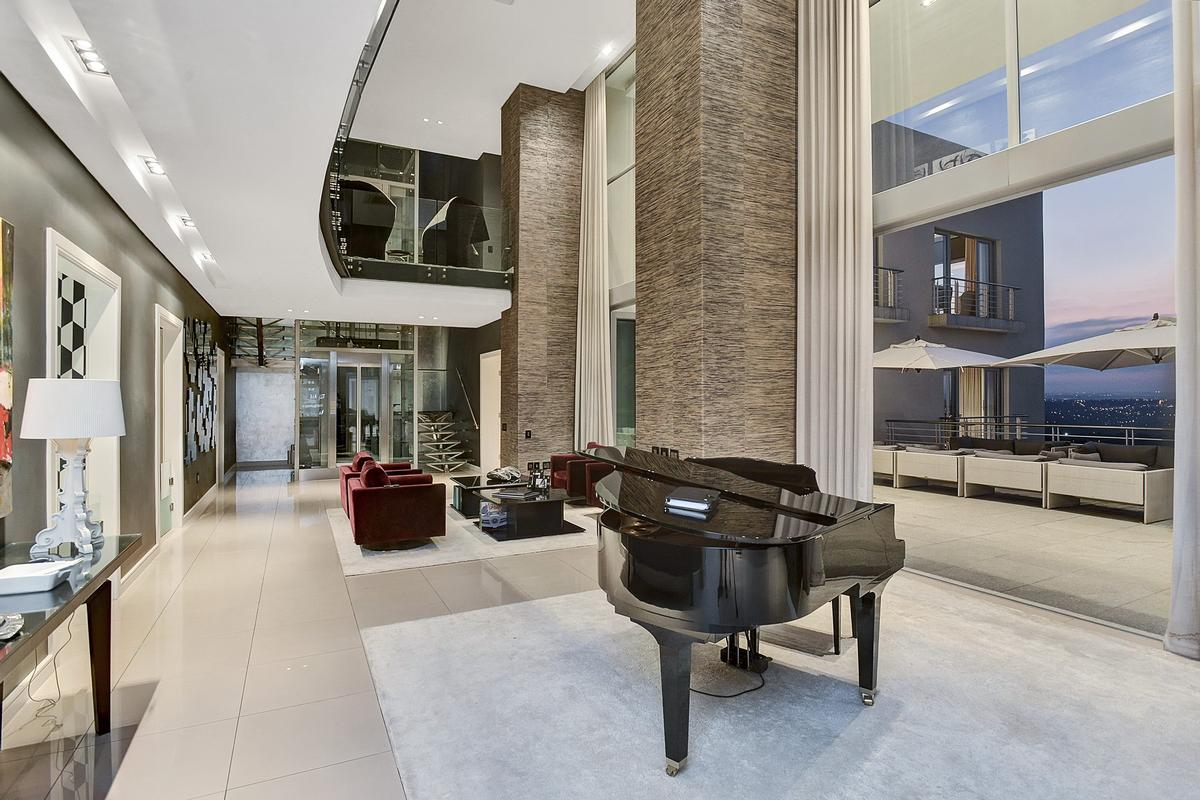 Prestigious Contemporary South African Penthouse South