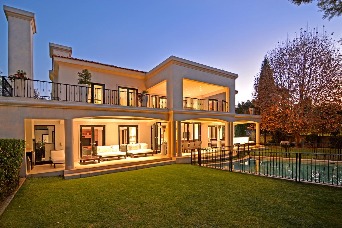 Magnificent 6 bedroom mansion in sandhurst south africa for 6 bedroom homes