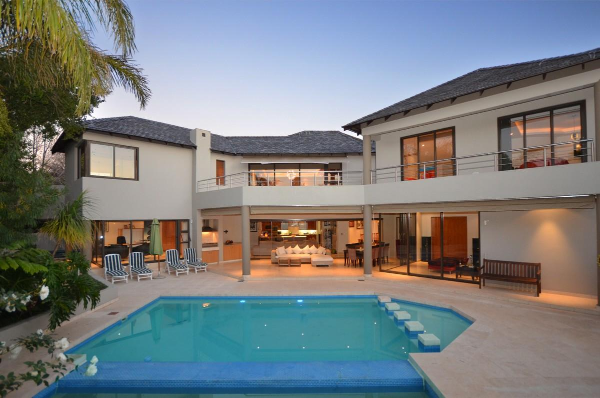 LUXURIOUS, CONTEMPORARY AND STYLISH HOME | South Africa Luxury Homes |  Mansions For Sale | Luxury Portfolio