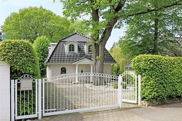 hamburg luxury homes and hamburg luxury real estate property search results luxury portfolio. Black Bedroom Furniture Sets. Home Design Ideas
