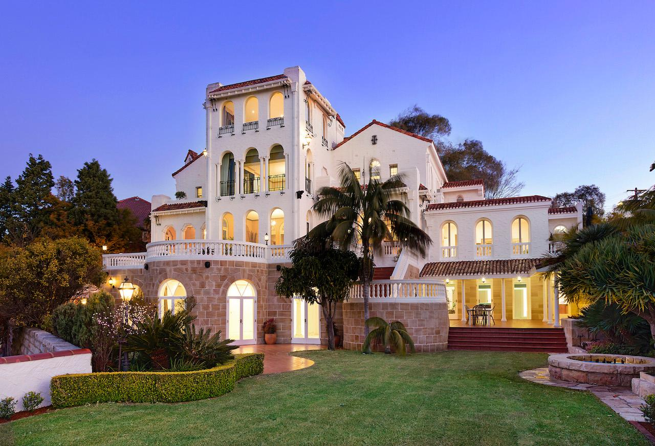 A family estate of immense privacy australia luxury for Luxury homes pictures