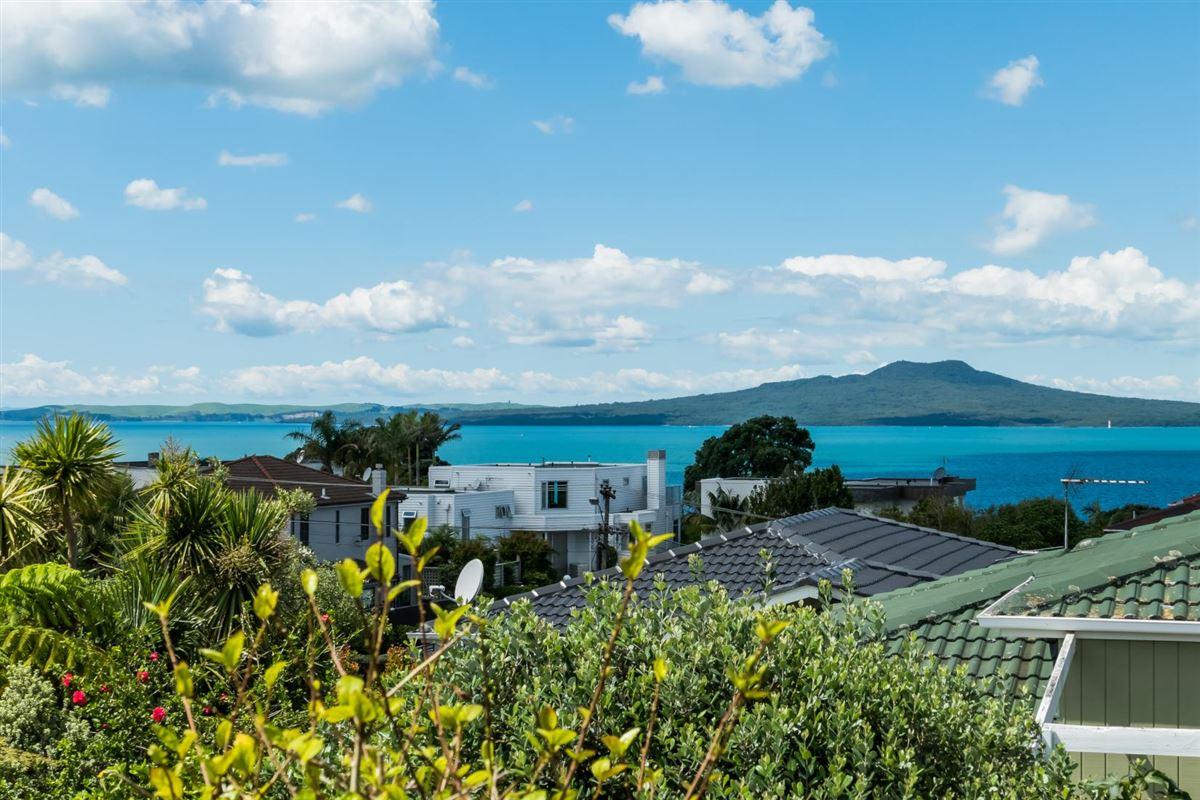 3/2 Marama Street, Castor Bay, Auckland - NZL (photo 3)