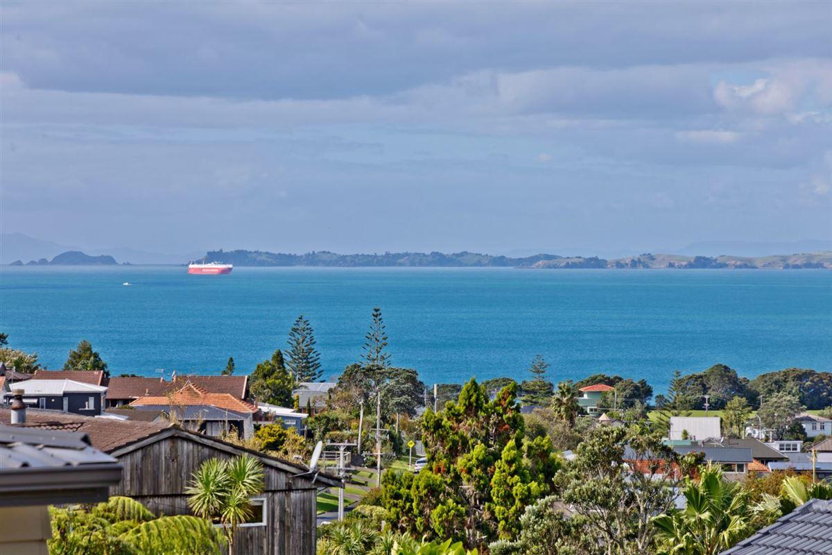 33a Aberdeen Road, Castor Bay, Auckland - NZL (photo 2)