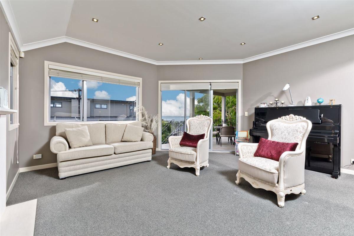 33a Aberdeen Road, Castor Bay, Auckland - NZL (photo 5)