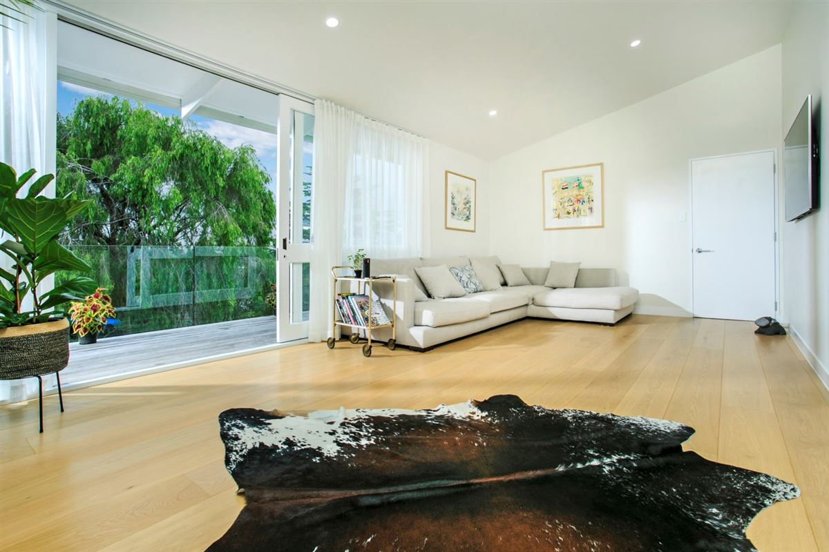44 Channel View Road, Campbells Bay, Auckland - NZL (photo 3)