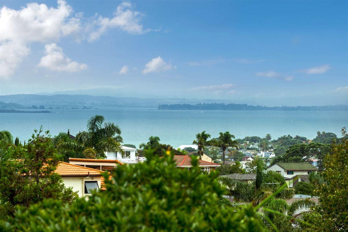 44 Parr Terrace, Castor Bay, Auckland - NZL (photo 2)