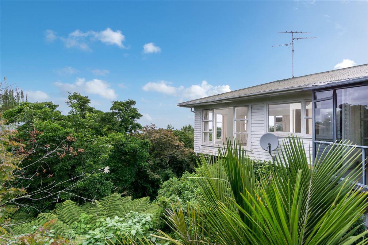 44 Parr Terrace, Castor Bay, Auckland - NZL (photo 4)