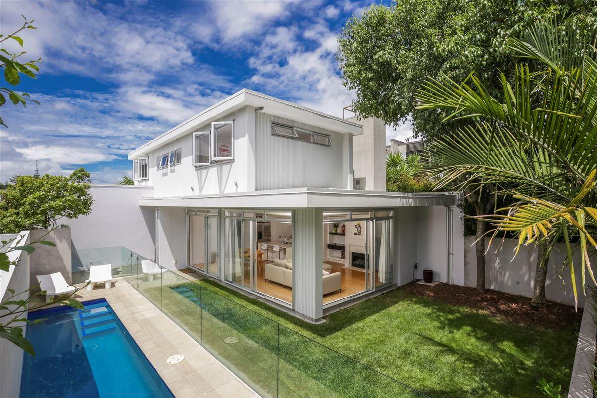 SPACIOUS ARCHITECT DESIGNED HOME New Zealand Luxury Homes - Architect designed homes for sale