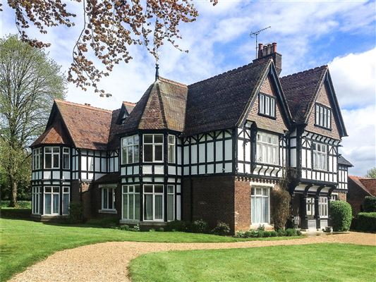 Handsome 19th century tudor united kingdom luxury homes for Old homes for sale in england