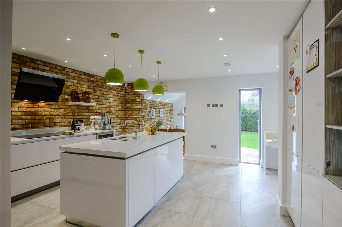 Charmouth Road, St. Albans - GBR (photo 2)