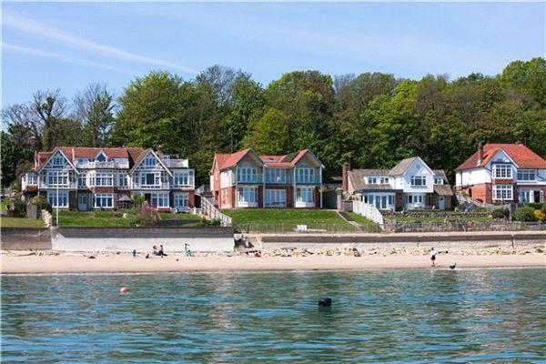 Pier Road, Seaview - GBR (photo 2)