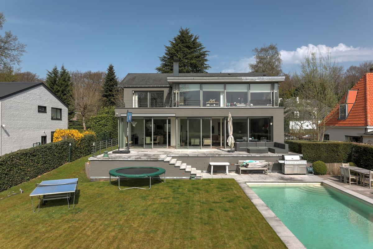 Beautiful house by architect serra di migni belgium for Classic luxury homes