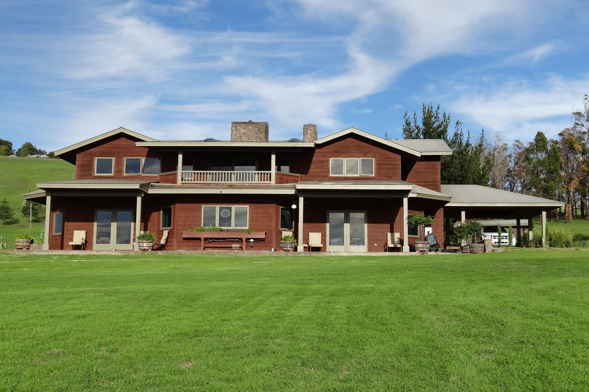 New in luxury portfolio equestrian estate home in waiki i for Executive ranch homes