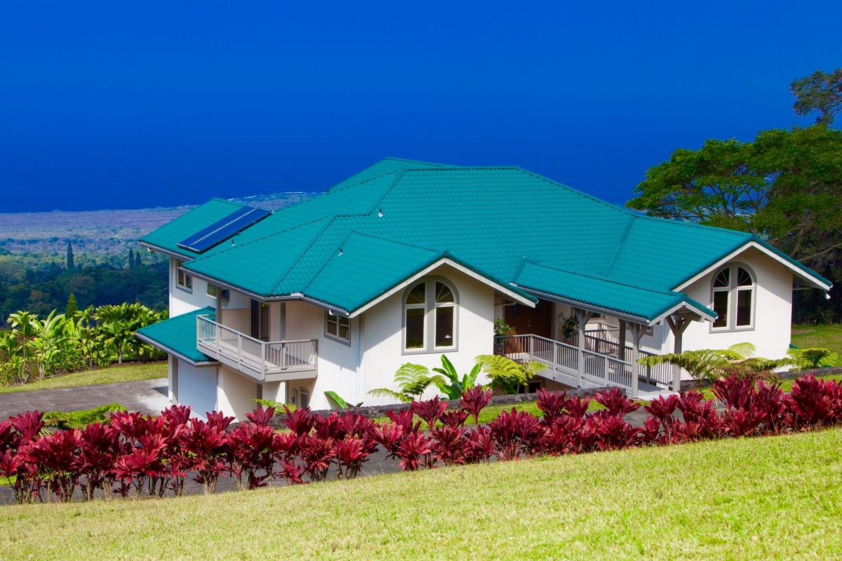 Beautifully appointed estate in captain cook hawaii for Hawaii luxury homes for sale