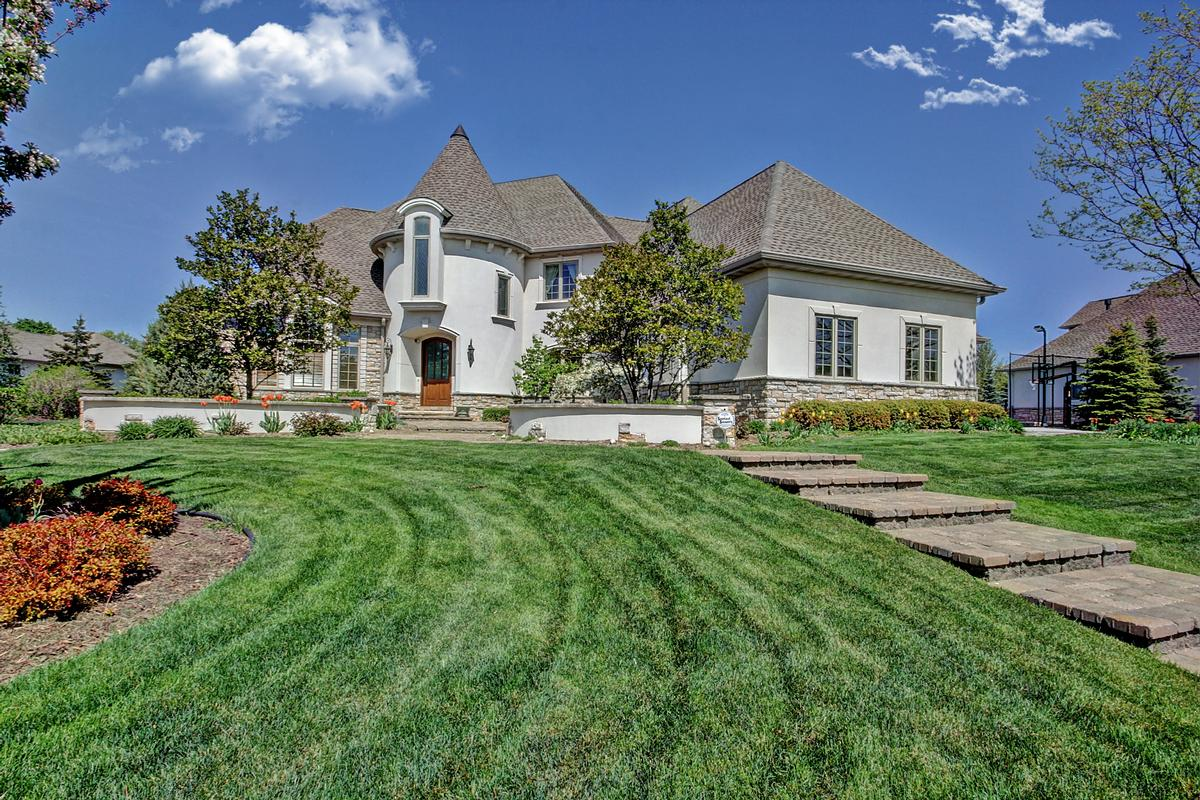 Elegant estate in sought after neighborhood wisconsin for Home builders appleton wi