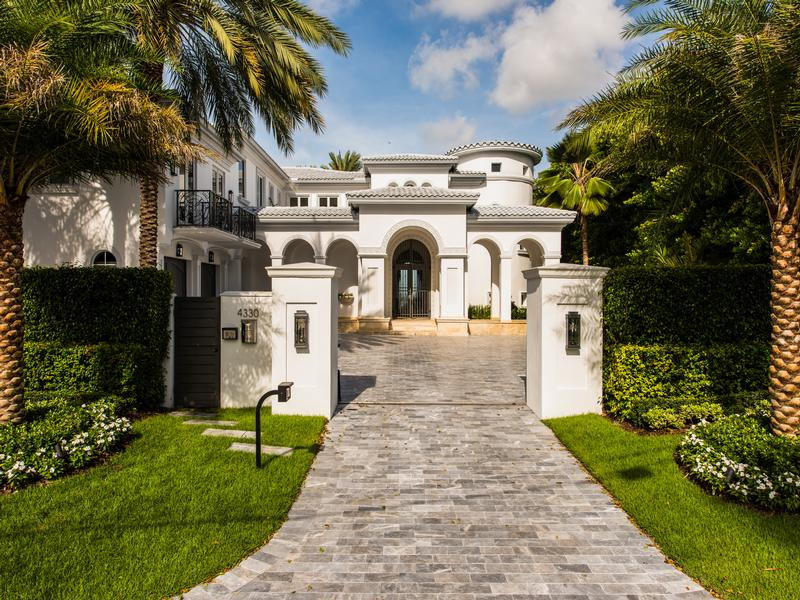 The luxury south florida lifestyle florida luxury homes for Luxury mansions for sale in florida