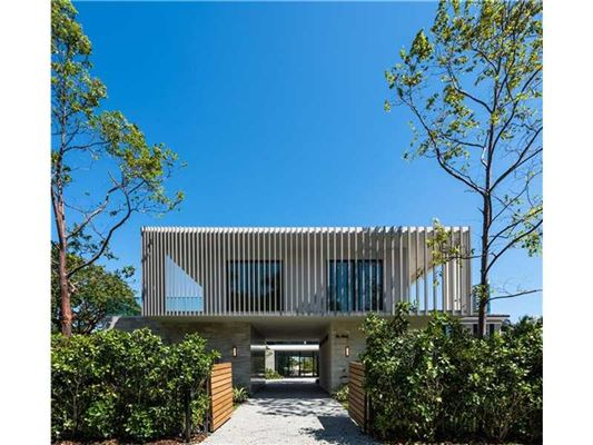 Stunning new contemporary waterfront home florida luxury for Contemporary homes for sale in florida