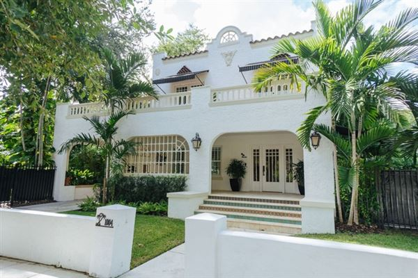 A STUNNING HOME IN MIAMI | Florida Luxury Homes | Mansions For Sale | Luxury  Portfolio