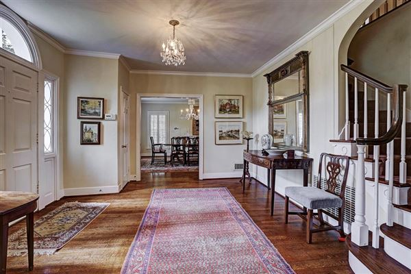SOUTHERN COLONIAL HOUSE IN PRIME RIVER OAKS Texas Luxury Homes