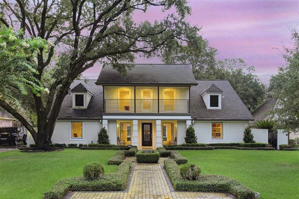 PRIME TANGLEWOOD HOME IN HOUSTON | Texas Luxury Homes | Mansions For Sale |  Luxury Portfolio