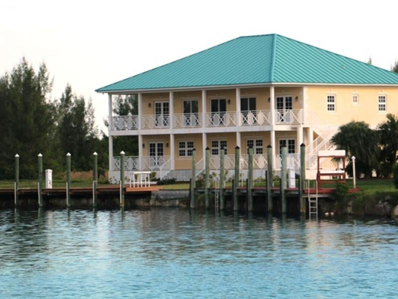 Rare canal front bahamas luxury homes mansions for for Canal front house plans