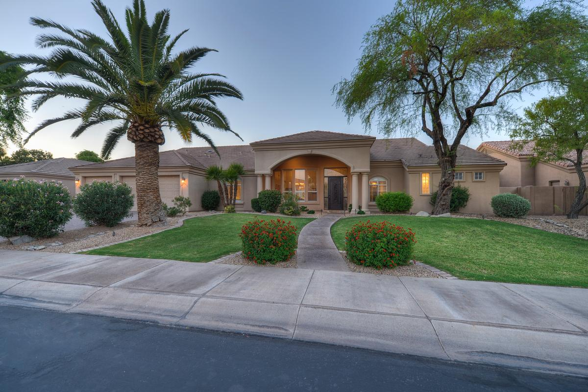 TIMELESS APPEAL IN THE HEART OF SCOTTSDALE | Arizona Luxury Homes |  Mansions For Sale | Luxury Portfolio