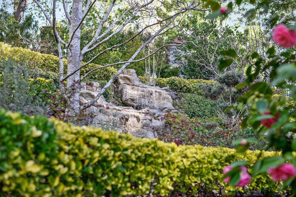 1 Ridge View Dr