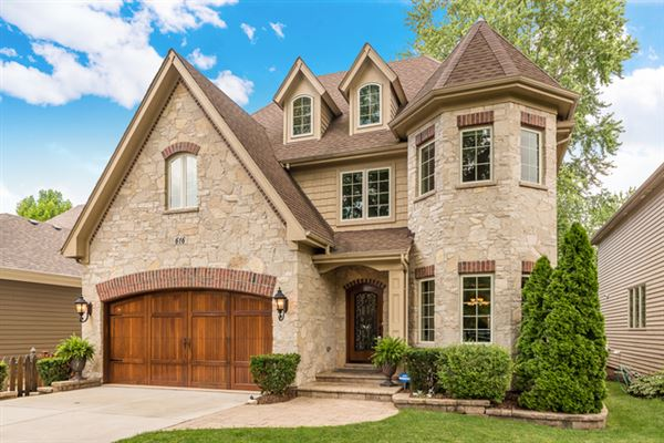Fabulous Beautiful Home Includes A Backyard And Fireplace Illinois Download Free Architecture Designs Ferenbritishbridgeorg