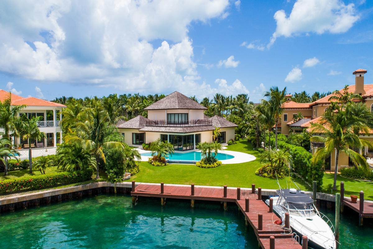 CAPANNA LUSSA | Bahamas Luxury Homes | Mansions For Sale | Luxury Portfolio