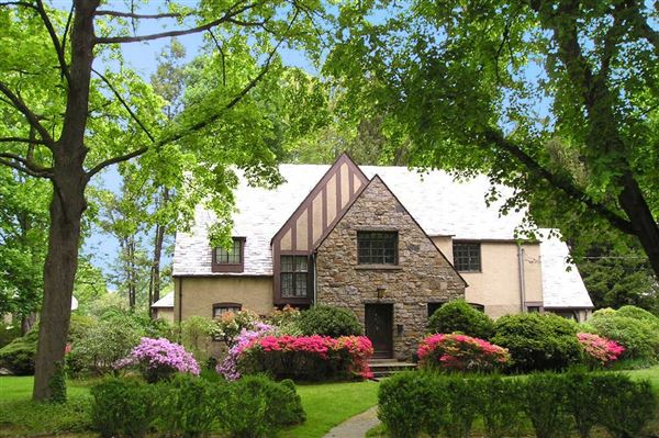 Luxury homes for sale & UNUSUALLY BRIGHT ENGLISH TUDOR HOME | New York Luxury Homes ...