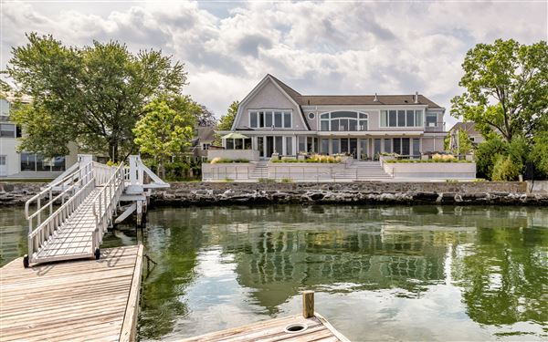 Beautiful waterfront home in old greenwich connecticut for Luxury homes for sale in greenwich ct