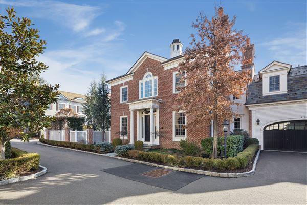 Beautiful brick home in greenwich connecticut luxury for Luxury homes for sale in greenwich ct