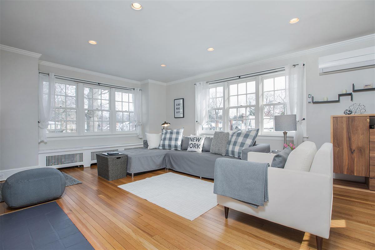CONVENIENT SUBURBAN LUXURY LIFESTYLE | New York Luxury Homes ...