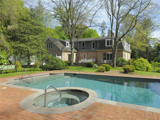 Golden triangle in greenwich connecticut luxury homes for Luxury homes for sale in greenwich ct