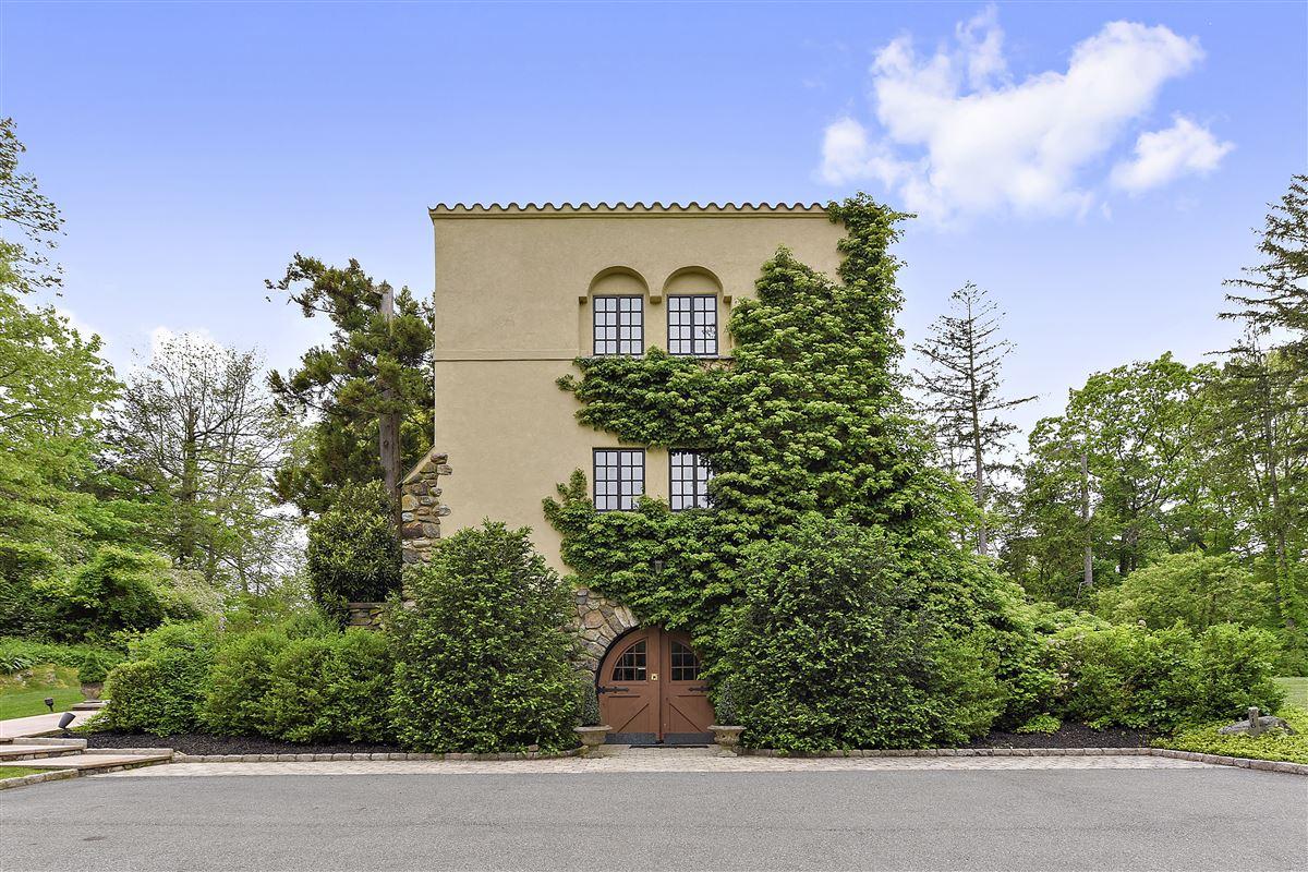 tuscan villa in the heart of chappaqua new york luxury homes