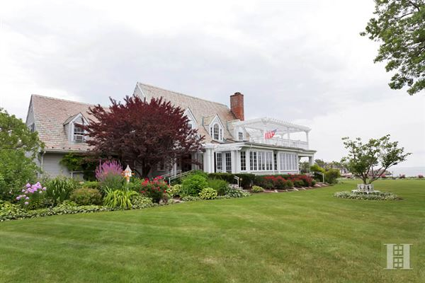 Amazing waterfront property in greenwich connecticut for Luxury homes for sale in greenwich ct