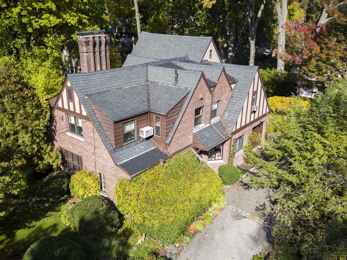 THIS WONDERFUL HOUSE HAS AMAZING FEATURES   New York Luxury Homes ...