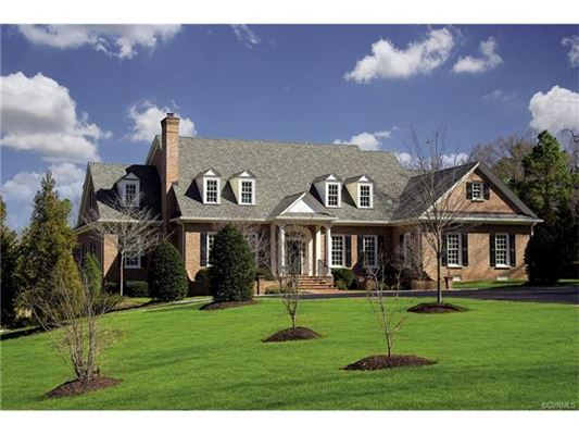 Grand entertaining spaces and comfortable retreats