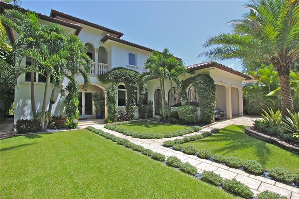 Stunning Modern Mediterranean South Grove Home Florida