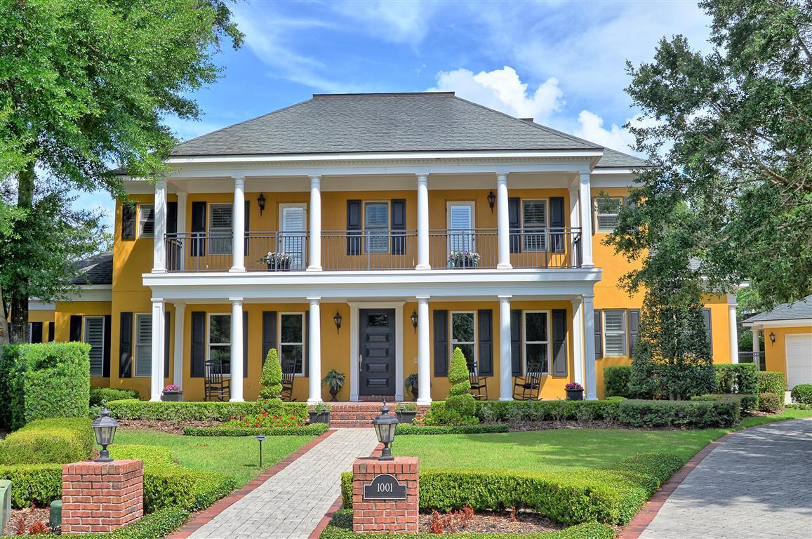 Elegant Traditional Home In The Prestigious Vias Florida