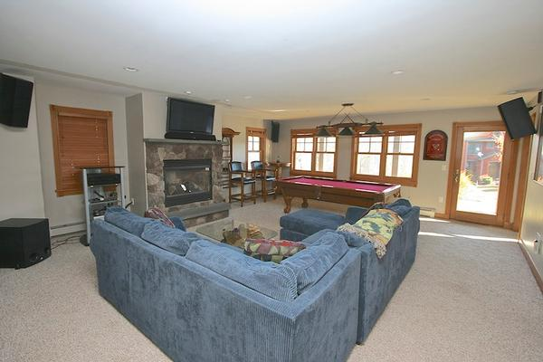 Presidential view condo with slope access new hampshire for What is the square footage of a 15x15 room