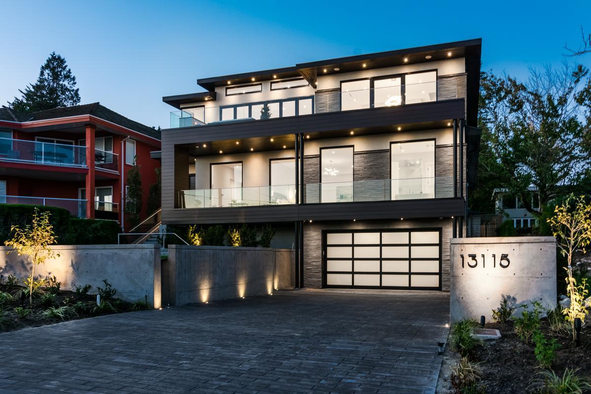 SPECTACULAR OCEAN AND MOUNTAIN VIEWS | British Columbia Luxury Homes |  Mansions For Sale | Luxury Portfolio