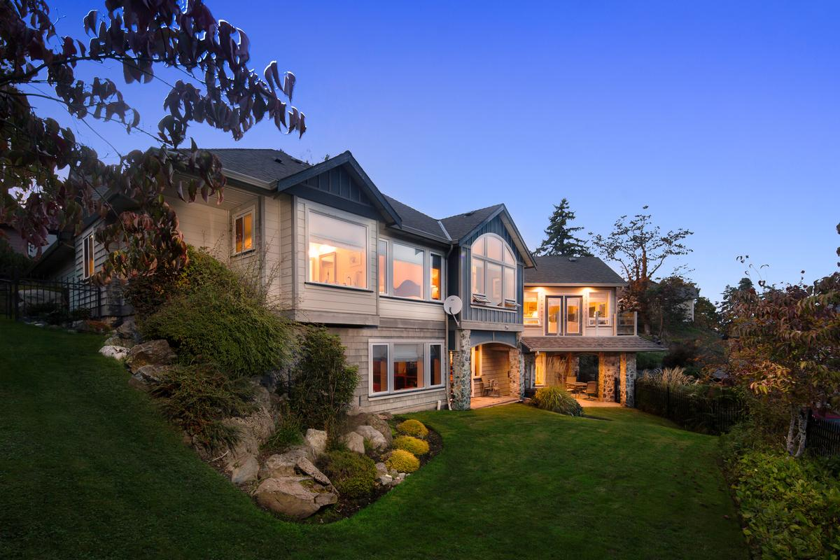 Stunning ocean views british columbia luxury homes for Luxury homes victoria
