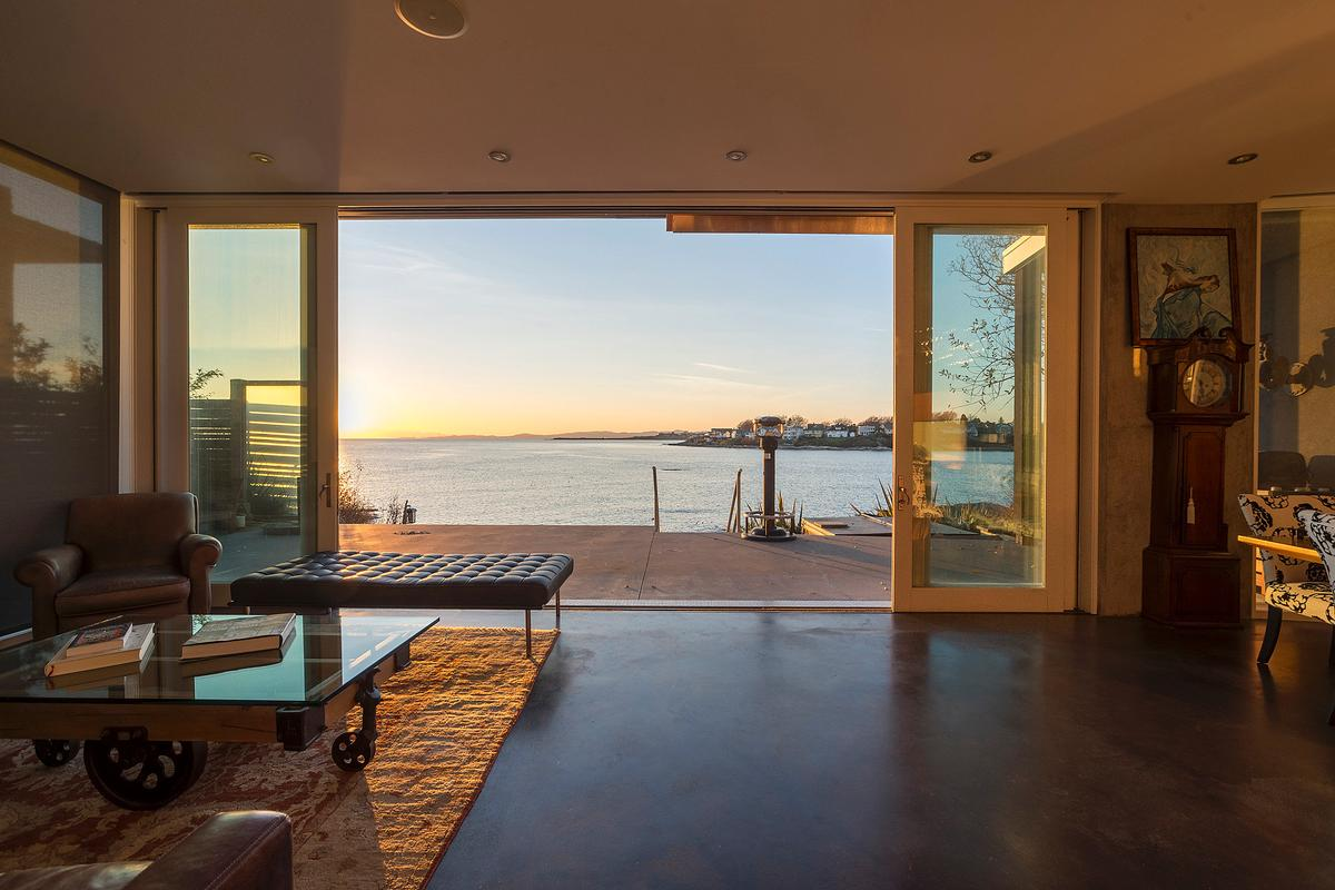Homes for sale crib point vic - Sophisticated Oak Bay Waterfront Home